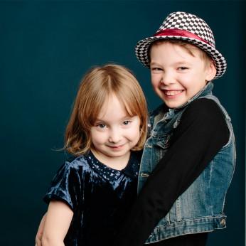 barnfotografering, syskonfoto med fotograf i Stockholm