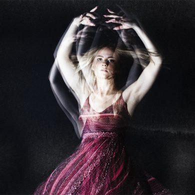 utvecklande fotografering i studio med dans och rörelse - porträttfotograf